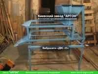 Фотография номер 4 двухуровневого вибросита модели ДВС-25 с бункером для сыпучих материалов купить в Киеве